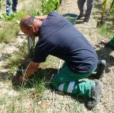 Un jardinier en mission sur le milieu naturel